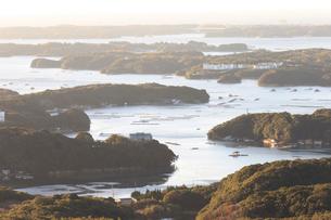 朝日に輝く英虞湾の写真素材 [FYI01750252]