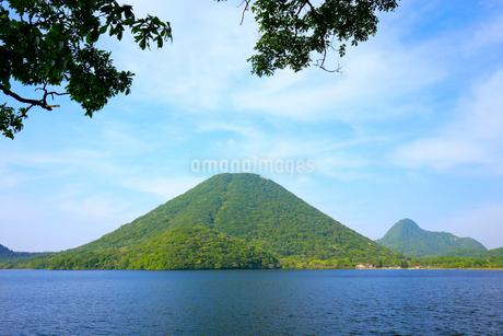 榛名山と榛名湖の写真素材 [FYI01750344]