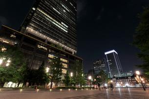 都市風景,丸の内の夜景の写真素材 [FYI01750348]