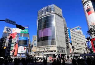 渋谷駅ハチ公口 スクランブル交差点の風景の写真素材 [FYI01750355]