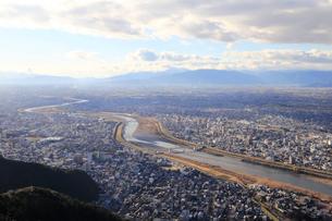 長良川と岐阜の町並みの写真素材 [FYI01750411]