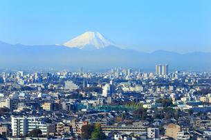 富士山と都市風景の写真素材 [FYI01750550]