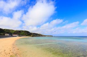 南国の青い空と海の写真素材 [FYI01750600]