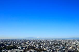 富士山と都市風景の写真素材 [FYI01750619]