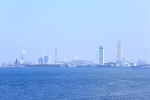 東京湾の工場地帯の写真素材 [FYI01750710]