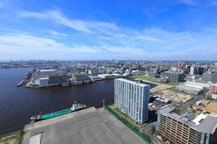千葉港から幕張新都心方面の風景の写真素材 [FYI01750786]