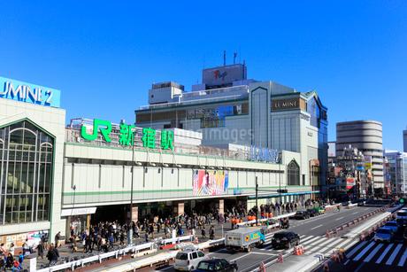 新宿駅前の風景の写真素材 [FYI01750856]