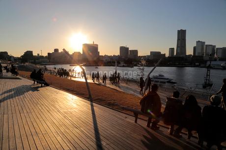 大さん橋の夕日の写真素材 [FYI01750950]
