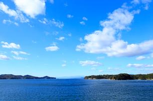 青空と英虞湾の写真素材 [FYI01751030]