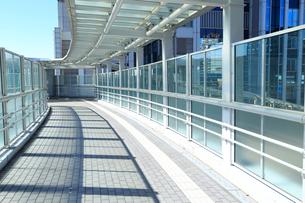 未来都市イメージ 歩道橋の写真素材 [FYI01751107]
