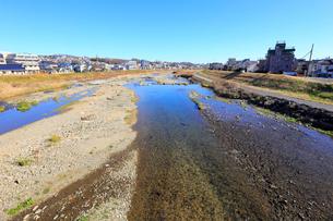 八王子を流れる浅川の写真素材 [FYI01751155]