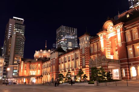 東京駅丸の内駅舎の夜景の写真素材 [FYI01751649]
