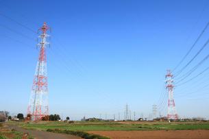 鉄塔と送電線の写真素材 [FYI01751719]