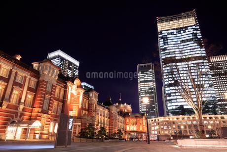 東京駅丸の内駅舎の夜景の写真素材 [FYI01751728]