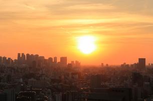 新宿副都心の夕日の写真素材 [FYI01751800]