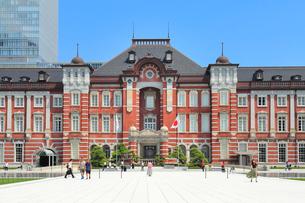 東京駅 丸の内駅前広場の写真素材 [FYI01751933]