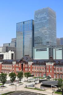 東京駅 丸の内駅前広場の写真素材 [FYI01752109]