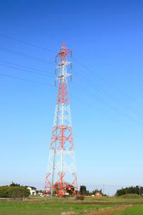 鉄塔と送電線の写真素材 [FYI01752200]