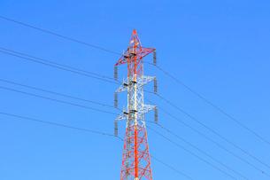 鉄塔と送電線の写真素材 [FYI01752372]