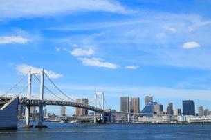レインボーブリッジと都市風景の写真素材 [FYI01752559]