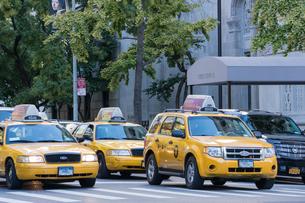 アメリカ ニューヨーク マンハッタン イエローキャブの写真素材 [FYI01752620]