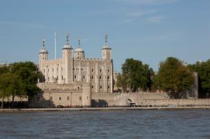 ロンドン塔とテムズ川の写真素材 [FYI01752732]