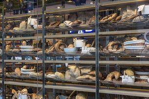 アメリカ ニューヨーク マンハッタンのパン屋の写真素材 [FYI01753018]