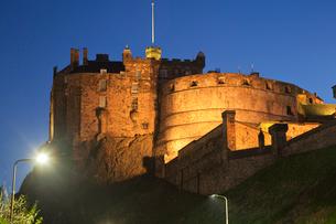 エディンバラ城のライトアップの写真素材 [FYI01753125]