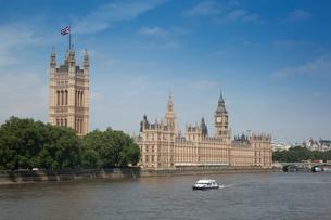 国会議事堂とテムズ川の写真素材 [FYI01753249]