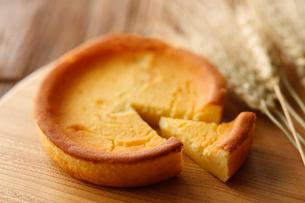 ベイクドチーズケーキの写真素材 [FYI01754381]