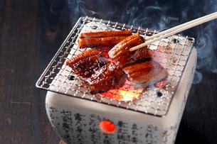うなぎの炭火焼の写真素材 [FYI01755111]