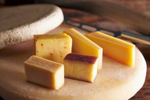 ワイン・ドゥ・チーズとナチュラルチーズの写真素材 [FYI01755121]