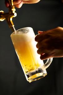 ビールジョッキイメージの写真素材 [FYI01755534]