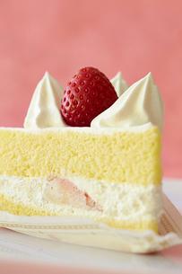 イチゴのショートケーキの写真素材 [FYI01755538]
