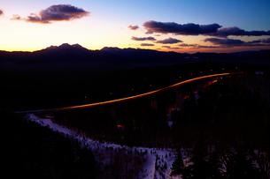 三国峠より望む冬の松見大橋の写真素材 [FYI01755562]