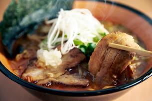 札幌コッテリ醤油ラーメンの写真素材 [FYI01755582]