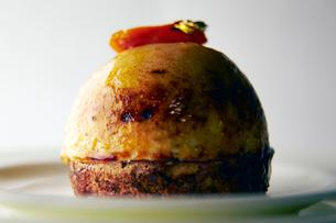 焼きりんごのケーキの写真素材 [FYI01755589]