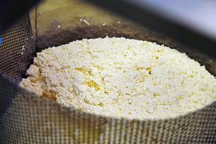 チーズを作る工程写真の写真素材 [FYI01755747]