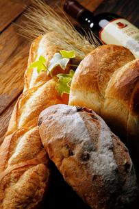 フランスパンのイメージの写真素材 [FYI01755804]