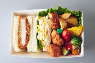 サンドイッチ弁当の写真素材 [FYI01755863]