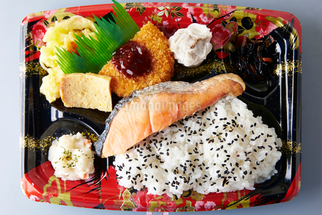 鮭弁当の写真素材 [FYI01756009]