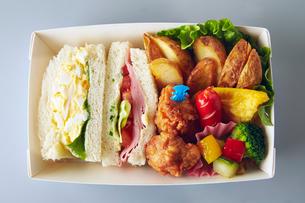 サンドイッチ弁当の写真素材 [FYI01756070]