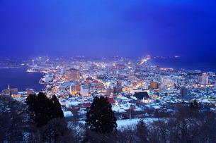 函館 冬の夜景の写真素材 [FYI01756117]