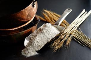 小麦粉のイメージの写真素材 [FYI01756189]
