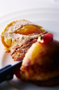 焼きりんごのケーキの写真素材 [FYI01756266]