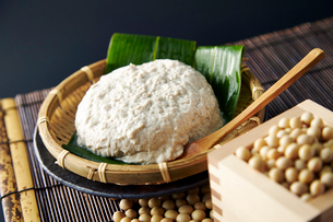 手作り豆腐と大豆の写真素材 [FYI01756281]