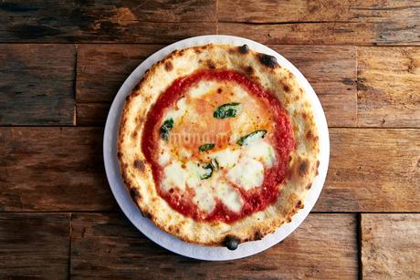 ピザ,マルゲリータの写真素材 [FYI01756282]