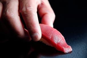 マグロ握り寿司のイメージの写真素材 [FYI01756480]