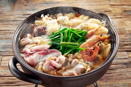 豚バラキムチ鍋の写真素材 [FYI01756639]
