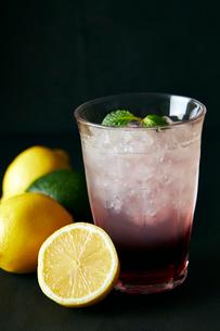 レモン&グレープジュースの写真素材 [FYI01756678]